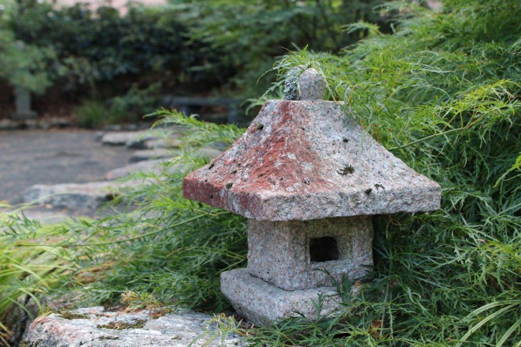 Japanske lykter rundt i Odden hage